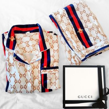 Fashion Woman Girld More Print Pajamas leisure wear two piece White Beige Blue red Contrast
