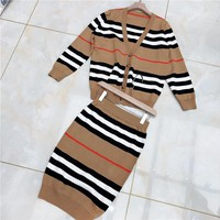 Burberry sells two pieces of ladies loose stripe cardigan + buttock skirt suit