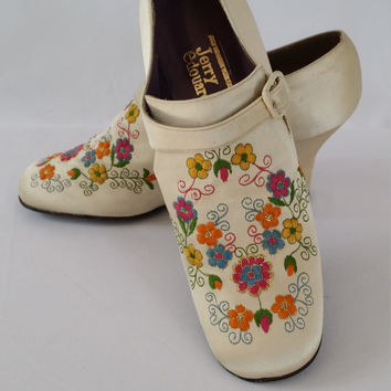 Vintage Shoes 1960s Shoes Rare Vintage Shoes Mod Shoes Jerry Edouard Shoes 60s  Embroidered Shoes White Satin Shoes  Vintage Clothing