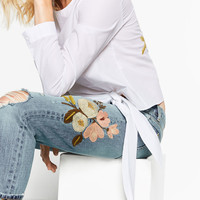 RELAXED FIT EMBROIDERED JEANS