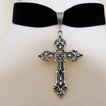 Black Velvet silver Tone Cross Choker Pagan Gothic wiccan Necklace pendant medieval larp lotr goth steampunk
