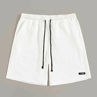 Men Drawstring Waist Patched Shorts
