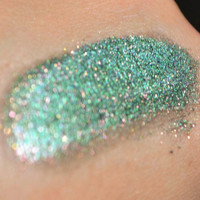 Dragon Scales eyeshadow - duochrome green with red shimmer