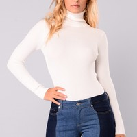 Tara Turtle Neck Sweater - Ivory