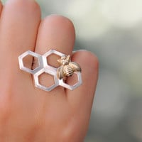 Retro Silver honeycomb ring with a gold bee