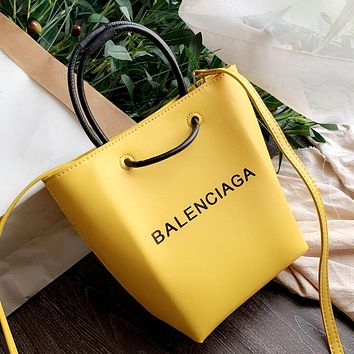 Balenciaga 2019 new women's shoulder shopping bag Messenger bag Yellow