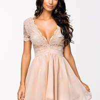 Scalloped Lace Prom Dress