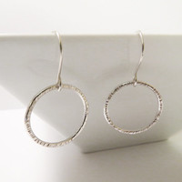 Circle Silver dangle Earrings - Hammered Sterling Silver Earrings - Simple Everyday Handmade Jewelry