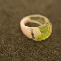 Faceted Beak Chic Macaw Feather Ring Featuring A Green Feather in Pink Swirl Size 6.5(1), Size 7.5(1)