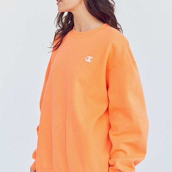 Champion & UO Powerblend C-Patch Crew-Neck Sweatshirt   Urban Outfitters