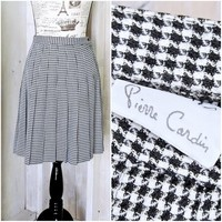 Houndstooth skirt size  S  / 5 / 6 / Vintage 70s Pierre Cardin / pleated skirt / retro schoolgirl