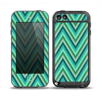 The Vibrant Green Sharp Chevron Pattern Skin for the iPod Touch 5th Generation frē LifeProof Case