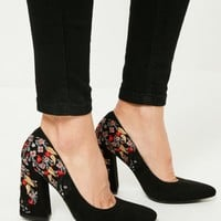 Missguided - Black Embroidered Pointed Toe Court Shoes
