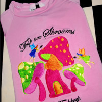 SWEET LORD O'MIGHTY! TRIP ON SHROOMS CROP TEE IN PINK
