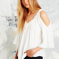 Staring at Stars Cut-Out Crochet Shoulder Top in Cream - Urban Outfitters