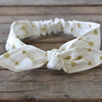 Baby Toddler Pre-tied Head Scarf Creme with Gold Metallic Arrows with Gold Metallic Thread Baby Headband Hair Accessory photo prop
