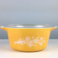 Large Vintage Pyrex Yellow Flower Caserole Dish with Lid, Yellow Pyrex, Butterfly Gold