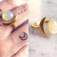 Gold moon ring | Opal moon boho ring | Crescent iridescent stone ring | Golden full moon jewelery | Semi precious gemstone