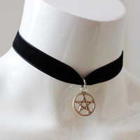Gothic simple choker - black velvet ribbon - with silver pentagram - wiccan wicca witch goth modern magic day collar metal fan necklace