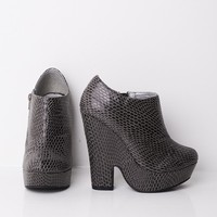 Textured Wedge Boots In Grey