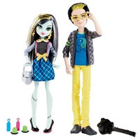 Monster High Picnic Casket 2 Pack - Jackson Jekyll and Frankie Stein
