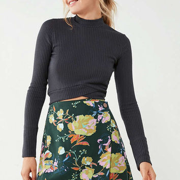 UO Sara Floral Mini Wrap Skirt   Urban Outfitters