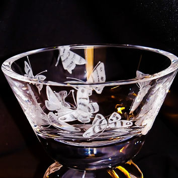 Surround me, engraved Butterflies on a small bowl