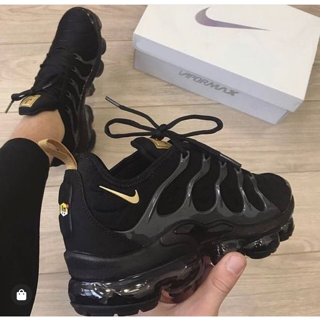 Image of Nike Sneakers Sport Shoes Vapormax Plus Black/Gold