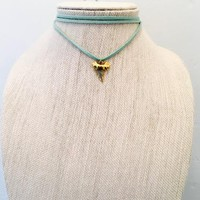 GOLD SHARK TOOTH CHOKER ON SEAFOAM