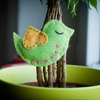 Green Bird with a Pin / Spring Home Decoration
