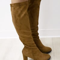 SZ 10 Reach For The Sky Tan Tall Boot