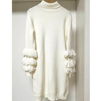 White turtleneck sweater knitted mid-length sweater with fringed sleeves