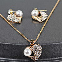 Women's Elegant Vintage Heart-shaped Necklace Set