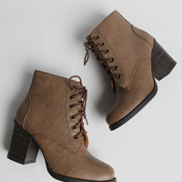Forest Cabin Lace-Up Boots In Beige