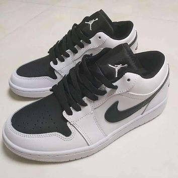 Air Jordan 1 Retro Low Black White