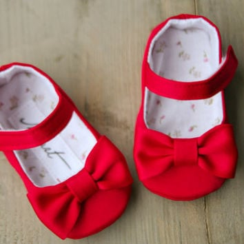 Red satin baby girl shoes with bows, christmas booties, elegant slippers, baby christmas outfit