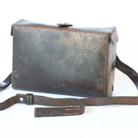 SWISS ARMY 1961 Medical Bag, First Aid Kit, with Foldable Lantern, Swiss Military Leather Medic Bag, Brown Leather, Crossover Messenger