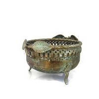 Fruit bowl. Footed bowl. Bowl with handle. Metal bowl. Copper bowl. Footed fruit bowl. Silver plated copper filigree bowl. Art nouveau style