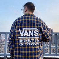 VANS sells large printed pocket checked three-colour matching long-sleeved shirts for both men and women