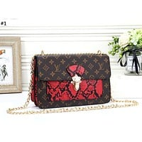 LV 2019 new leopard classic old flower female chain bag shoulder bag #1