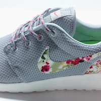 n073 - Nike Roshe Run (Floral Prints Gray/White)