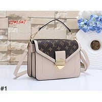 LV 2019 new women's simple and stylish small square bag shoulder bag Messenger bag #1