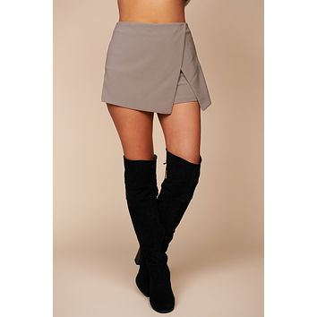 Lover's Betrayal Zip Up Mini Skort (Dove)