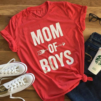 Mom of boys red tee