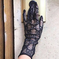 Gucci Embossing embroidered mesh gloves Print Black
