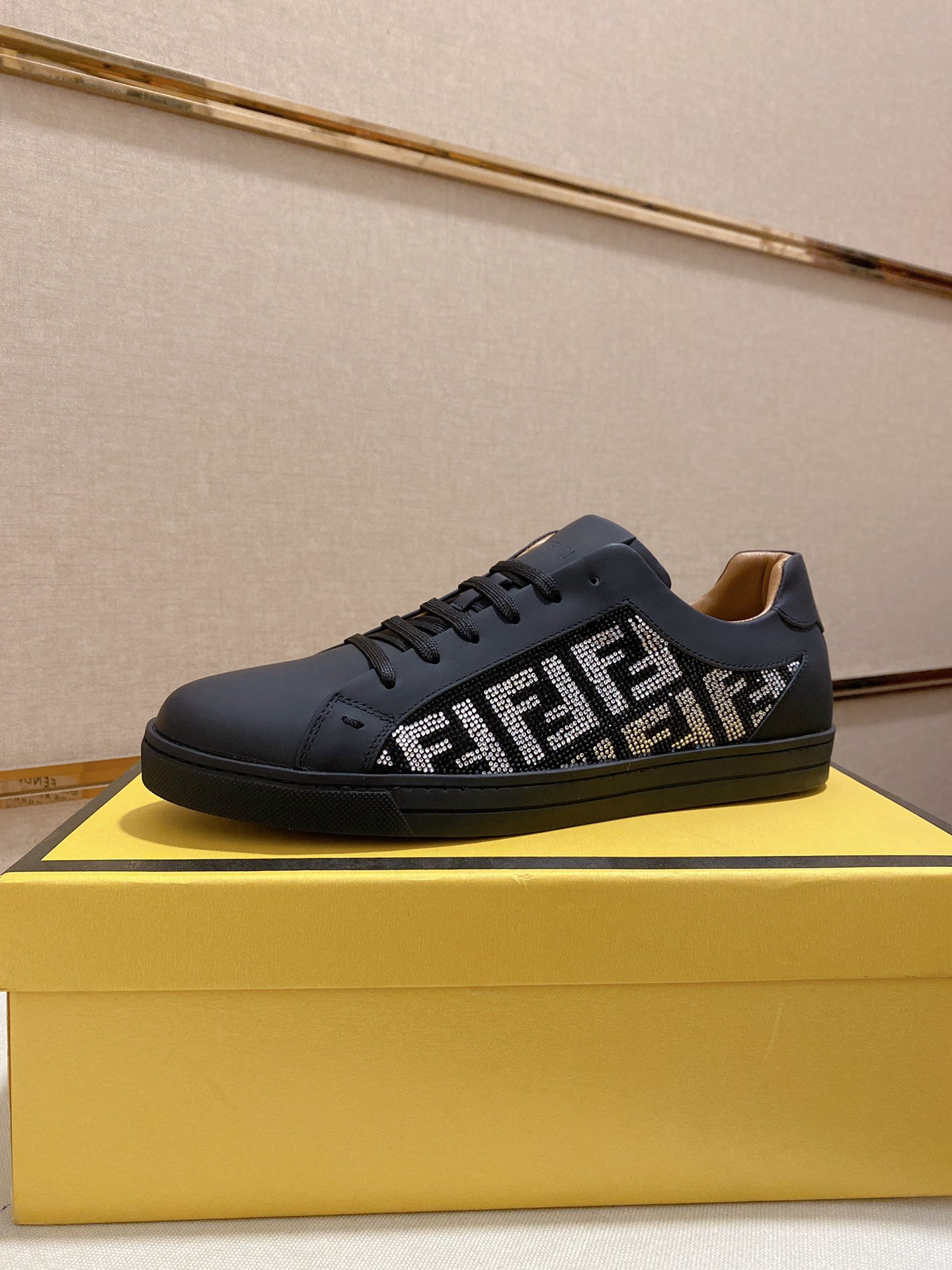 Image of FENDI Men Fashion Boots fashionable Casual leather Breathable Sneakers Running Shoes07170em