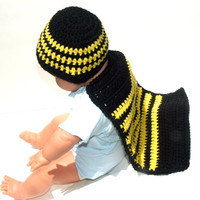 Bumble Bee Cape and Hat, Baby shower gift, infant photo prop, honey bee costume, newborn boy or girl critter cape and beanie, crochet gifts