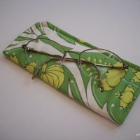 Green Passion Lily  Eyeglass Case Protective Pouch