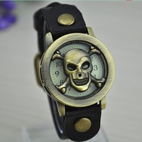 MagicPiece Handmade Vintage Style Leather Watch For Women Skull Head Flip Cover Watch in 5 Colors: Black