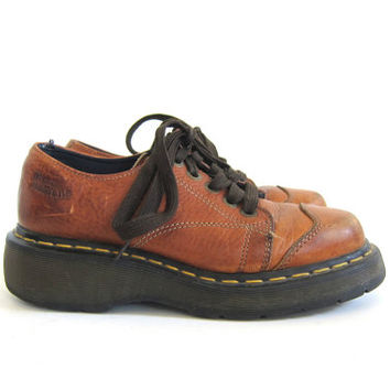 20% off sale vintage brown leather heavy duty chunky Air Wair Doc Martens shoes // size UK 5 / US 7